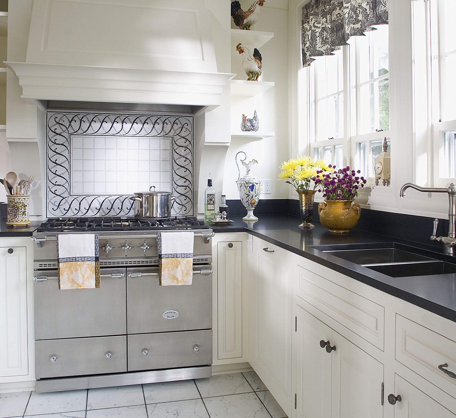Welcoming Intimate Showhouse Kitchen: Cluny Cooking Range
